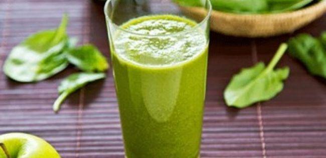 10 Amazing gesundheitliche Vorteile von Spinat (+ grünes Smoothie Rezept)