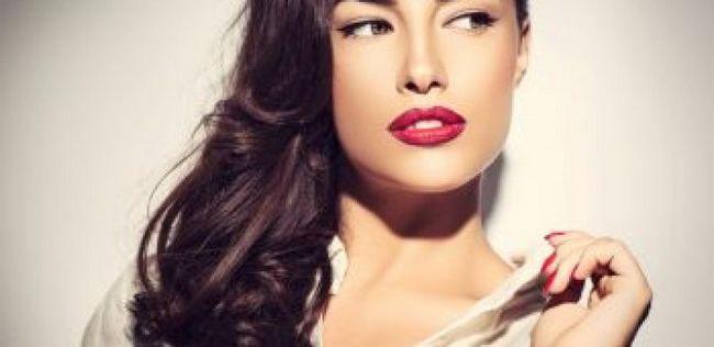 10 Persönlichkeitsmerkmale bei Frauen, die Männer am meisten anziehen
