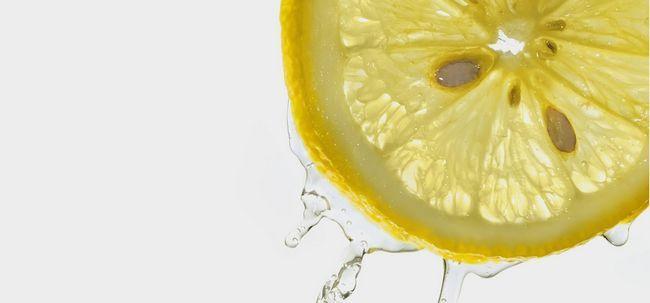 17 Top Vorteile von Zitronenwasser für Haut, Haare und Gesundheit