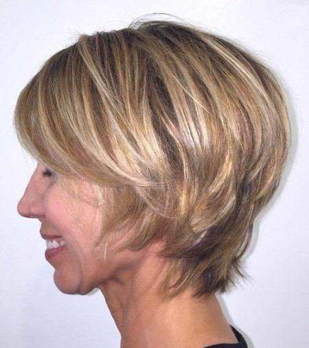 20 Classy Frisuren für ältere Frauen