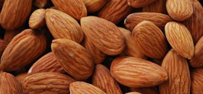 39 Erstaunliche Vorteile von Mandeln (badam) für Haut, Haare und Gesundheit