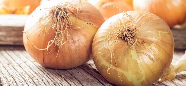 43 Überraschende Vorteile von Zwiebeln (pyaz) für Haut und Gesundheit
