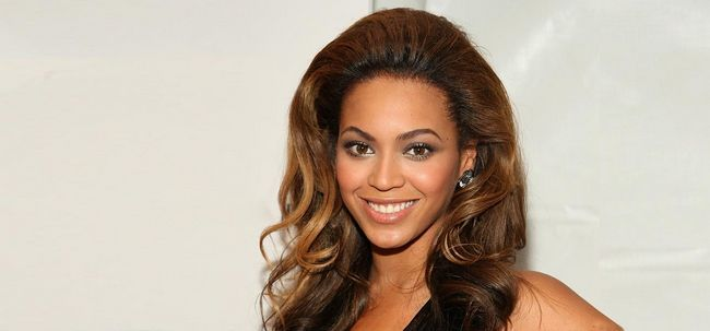 5 Prominente mit weben Frisuren