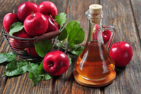 Apfelessig für Akne-Behandlung