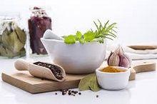 Die besten Kräuter für die Behandlung von Akne