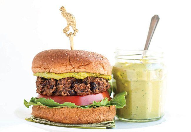 Schwarze Bohne Burger mit grünem Tee Aioli
