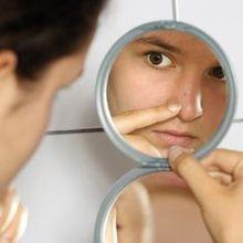Make-up und Akne - wie Make-up auf Akne neigende Haut auftragen