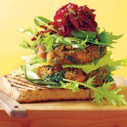 Gewürzt Kichererbse Burger mit Roter-Bete-Salsa