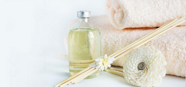 Top 14 Vorteile von Sandelholz (chandan) Öl für Haut und Gesundheit